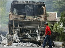 Bus burned by suspected Farc rebels in Ricaurte, southern Colombia, on 20/11/09