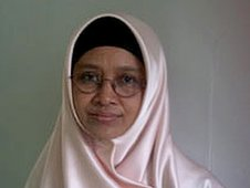 Dr Gina Puspita counsels women in Jakarta