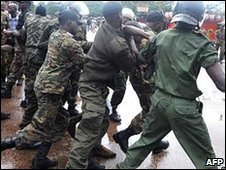 Soldiers arresting protesters, 28/09