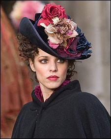 Irene Adler (Rachel McAdams) in Sherlock Holmes
