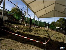 Technical personnel prepare the area to start excavations at the Federico Garcia Lorca Park