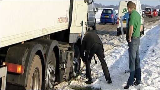Digging a lorry out of the snow near Royston