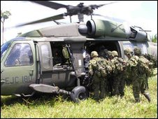 Colombian soldiers board a helicopter (image: Colombian army website)