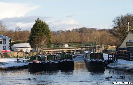 A winter's day at Trevor Wharf