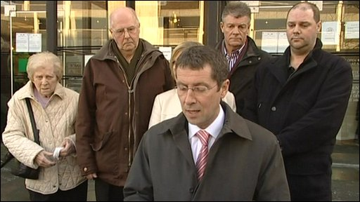 Ch Supt Kevin Flint, Nottinghamshire Police outside Nottingham Crown Court with members of Colette Aram's family