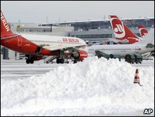 Planes in the snow at Dusseldorf airport, Germany (21 Dec 2009)