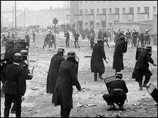 Riot in Derry's Bogside