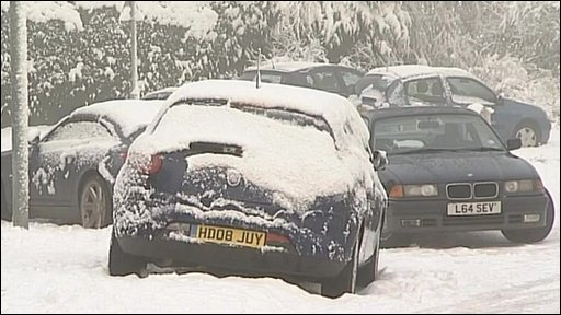 Cars stuck in snow in Basingstoke