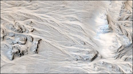 Alluvial fans in Mojave crater (NASA/JPL/University of Arizona)