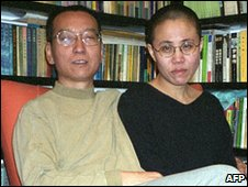 Liu Xiaobo and his wife, Liu Xia in Beijing (October 2002)