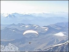 Squash Falconer flies off Mont Blanc