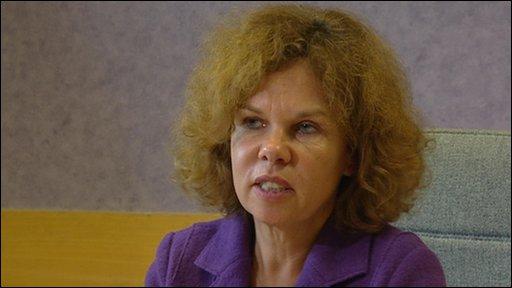 Dr Linda de Caestecker