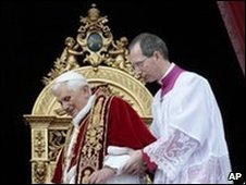 Pope Benedict in St Peter's Square, 25/12