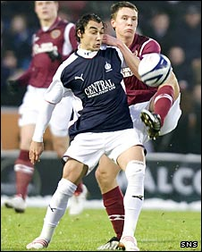 Falkirk's Vitor Lima and Hearts' Eggert Jonsson tussle