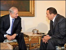 Israeli PM Benjamin Netanyahu and Egyptian President Hosni Mubarak in Cairo on 29 December 2009