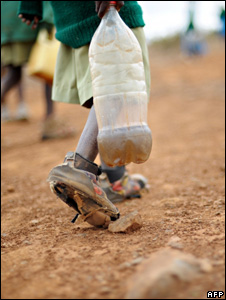 Schoolchild carrying a water bottle (Image: AFP)