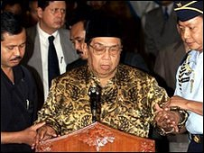 Former Indonesian president Wahid is helped to the podium before addressing the nation in May 2001