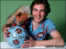 Paul Brush (r) and Basil Brush