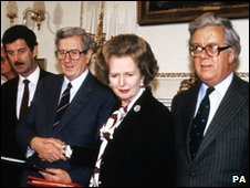 Margaret Thatcher and Garret FitzGerald shake hands after signing the Anglo Irish Agreement in 1985