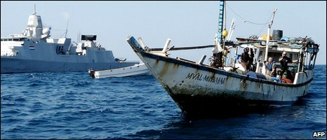 boat with alleged Somali pirates is apprehended by a Netherlands warship