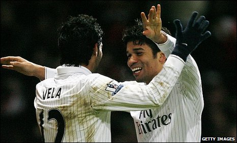 Eduardo (right) scored the winner for Arsenal