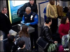Passengers at Ronald Reagan Washington National Airport in Arlington, Virginia, 29-12-2009