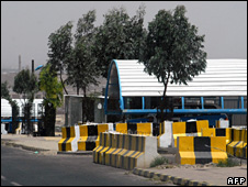 Guarded entrance to UK embassy in Sanaa (2008)