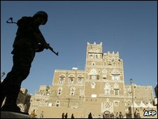 Yemeni soldier standing guard in old Sanaa