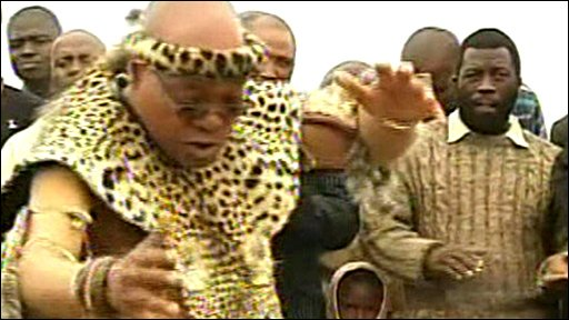 Jacob Zuma performs a traditional Zulu dance