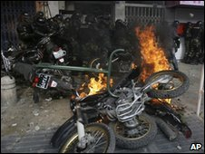 Police motorbikes on fire in Tehran (27 Dec 2009)