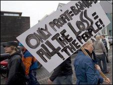 Icelanders protest (November 2008)