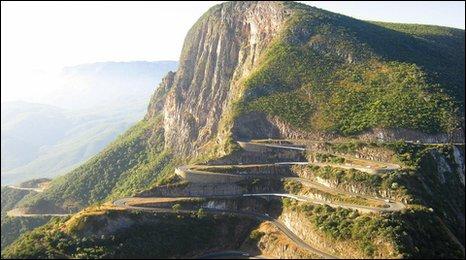 Serra da Leba road