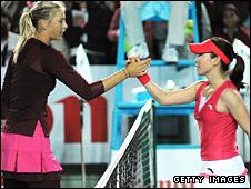 Maria Sharapova shakes hands with Zheng Jie
