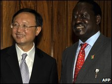 China's Foreign Minister Yang Jiechi (L) and Kenya's Prime Minister Raila Odinga in Nairobi - 6 January 2010