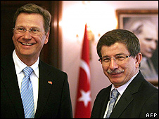 German Foreign Minister Guido Westerwelle (left) with his Turkish counterpart Ahmet Davutoglu in Ankara, 7 Jan 10