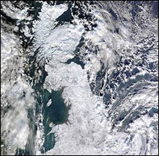 Map showing snow across UK