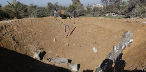 Crater caused by Israeli air strikes - Gaza 7-8 Jan 2010