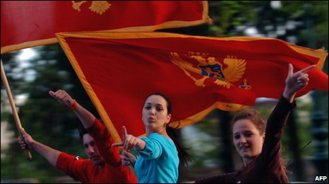 A group of youngsters wave Montenegro's national flags in front of the parliament building in Podgorica, 03 June 2006