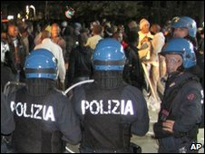 Italian police in riot gear face a group of immigrant workers in the streets Rosarno, 7 January 2010