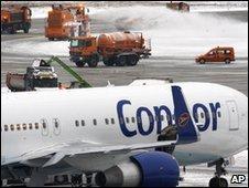 Frankfurt airport runway (9 Jan 2010)
