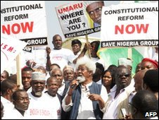 Nigerian Nobel laureate in literature, Wole Soyinka (C), at Abuja rally - 12 January 2010