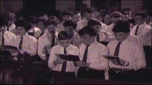 Choir singing Canu Pwnc