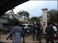 People in the streets of Port-au-Prince after the quake
