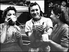 Buffer girls at mobile canteen, World War II in 1940