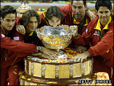 Spain celebrate winning the Davis Cup in 2009