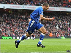 Everton's Leon Osman celebrates his goal at Arsenal
