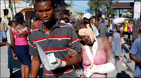 Injured people in Port-au-Prince (13 January 2010)