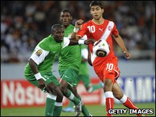 Kampamba Chintu of Zambia (L) and Tunisia's Oussama Darragi (R)