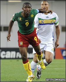 Samuel Eto'o (L) of Cameroon and Daniel Cousin (R) of Gabon