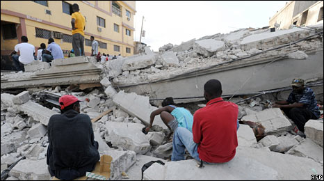 People remain on the rubbles of their home in Port-au-Prince. Photo: 13 January 2010